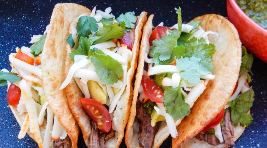 Tacos de Carne Deshebrada con Cilantro Serrano Salsa